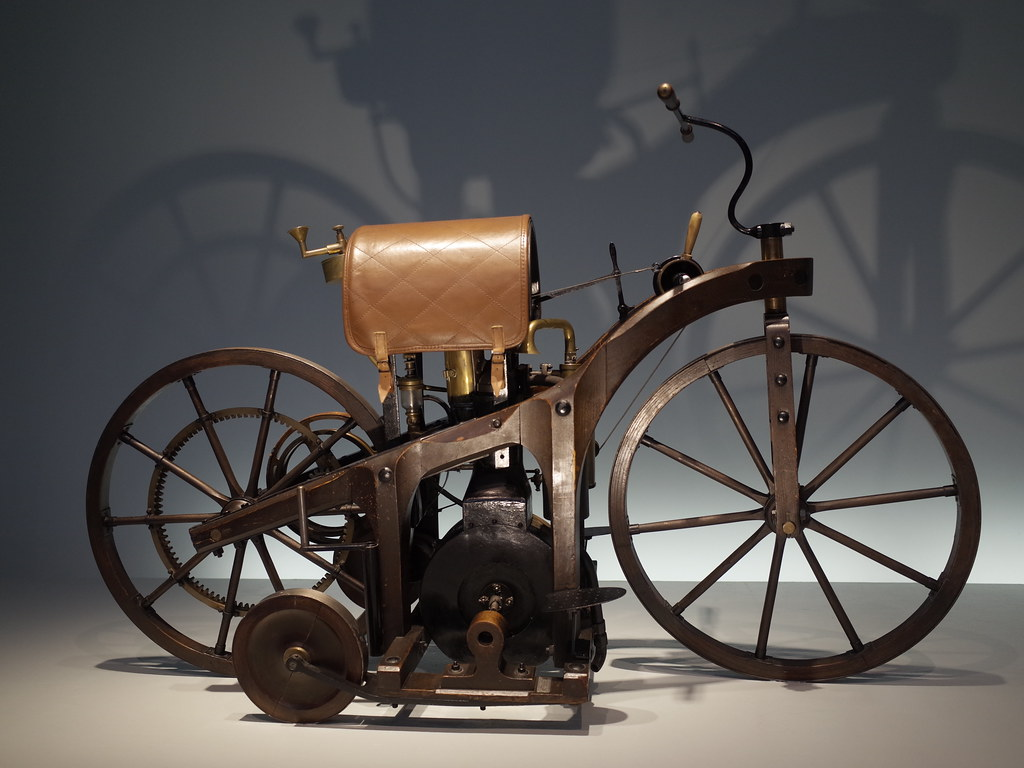 Mercedes-Benz Museum :: Daimler Reitwagen