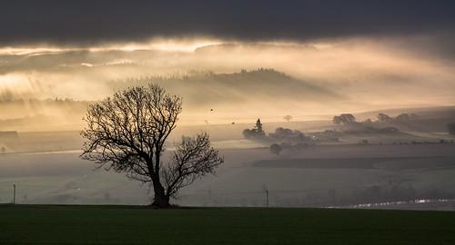 broomhill culteuchar perth scotland strathearn strathmay westercairnie alba dawn fog mist rays sunrise unitedkingdom