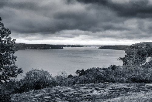 autumn fall colorful lakeoftheozarks lakeozark camdencounty missouri stevefrazierphotography clouds waterbrush trees shore shoreline overcast storm stormy horizon light monochrome bw blackandwhite toning baxtersrestaurant oldroad roadway scenic landscape scenery scene overlook water waterscape mood moody hawaiianisland atlantisisland
