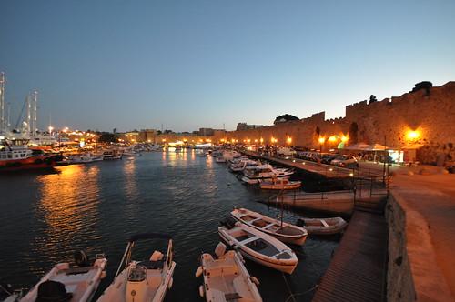 Commercial harbour at dusk | by Jorge Lascar