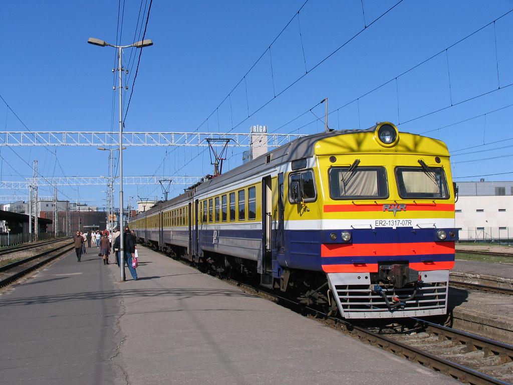 ER2-1317-07R op station Riga Pasazieru op 3-5-2010