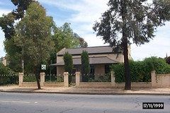 1999 1117  57 Adelaide Road