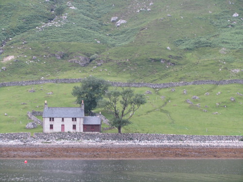 Glendhu bothy | by Guy R