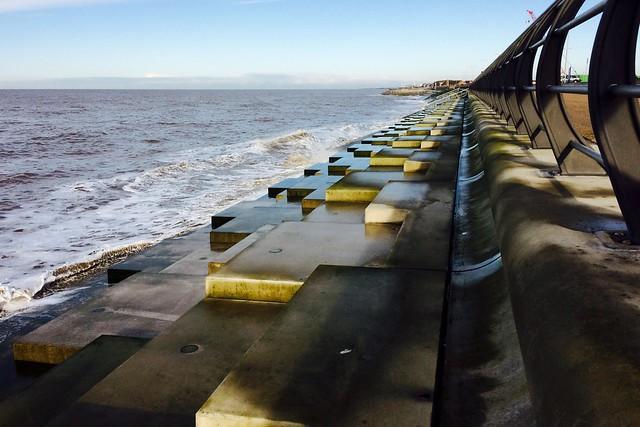Amddiffynfeydd y glannau / Coastal defences    - Cleveleys