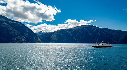 sognogfjordane norwegen norway norge ferry fähre water fjord mountains wasser clouds nature landscape sommer canon eos 5d mark iii 5d3 24105l