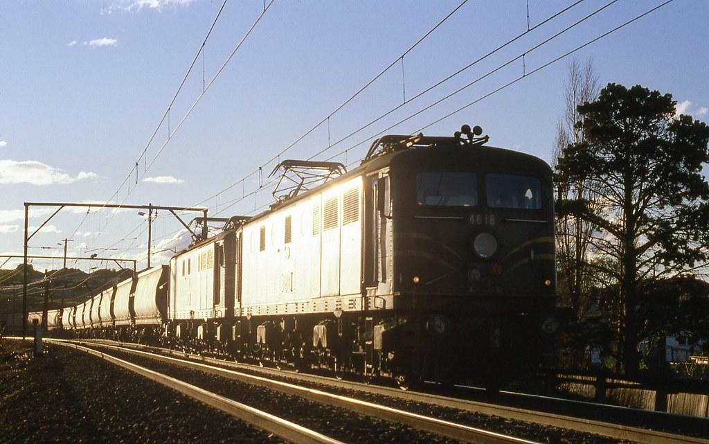 31/08/1979 4618+4622 Up Coal  near Enfield South by John  Hammett