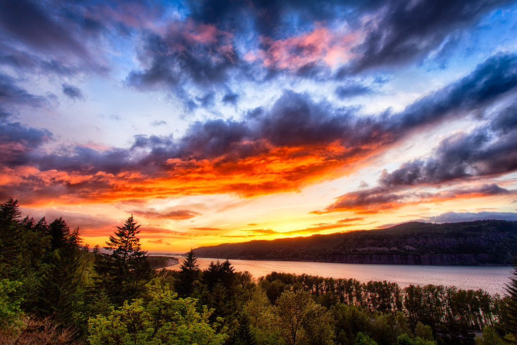 aabfb684f63 Columbia River Gorge Sunset by Michael Matti | I was down in… | Flickr