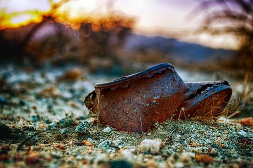 old sunset rock trash bush sand nikon rust desert can d200 hdr deserthotsprings hbmike2000