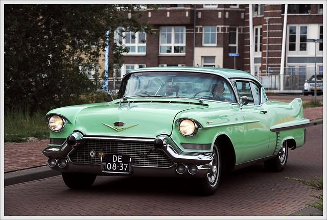 Cadillac Coupe deVille 6.6 / 1957