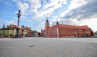 Sigismund's Column and the Royal Castle on Castle Square   by Jorge Lascar