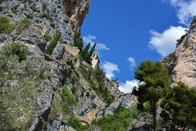 Un' insolita prospettiva di  Moustiers  Sainte Marie