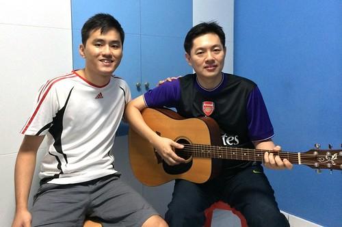 Beginner guitar lessons Singapore Simon