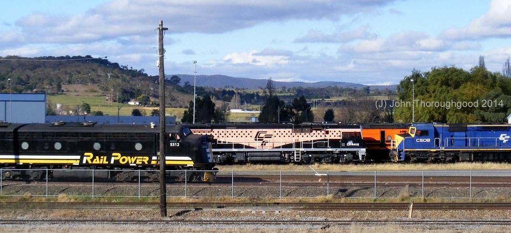 S312 CF4412 & C508 at Goulburn NSW by John