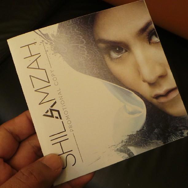 #Liveupdate : Ya, Inilah Rupa Muka Depan (Album Cover) Album Shila Amzah Yg Akan Diberikan Pd Media Jap Lagi. What Do U All Think?