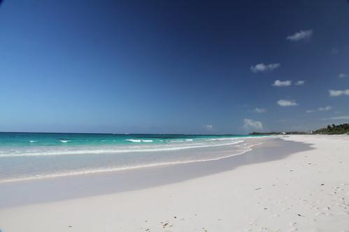 beach water clouds bahamas eleuthra {vision}:{outdoor}=099 {vision}:{sunset}=0537 {vision}:{clouds}=096 {vision}:{sky}=0984 {vision}:{car}=0529