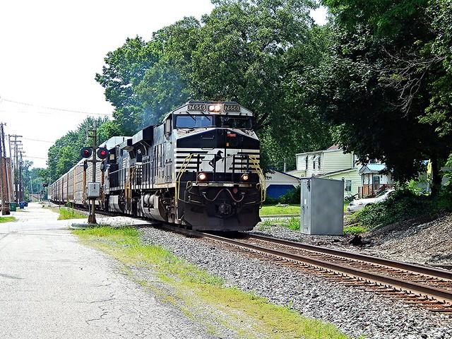 Eastbound NS autorack at Wabash Indiana