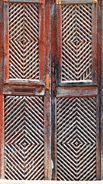 A porta de madeira! The wood door!
