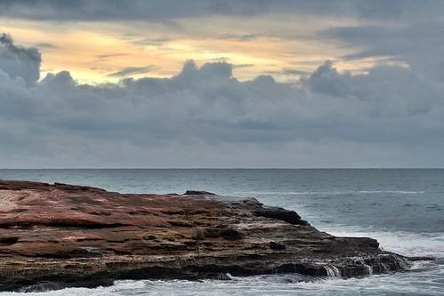kalbarri wa westernaustralia oz australia kalbarrinationalpark potalley potalleybeach sunset stormysunset eveninglight sundown dusk redrocks indianocean