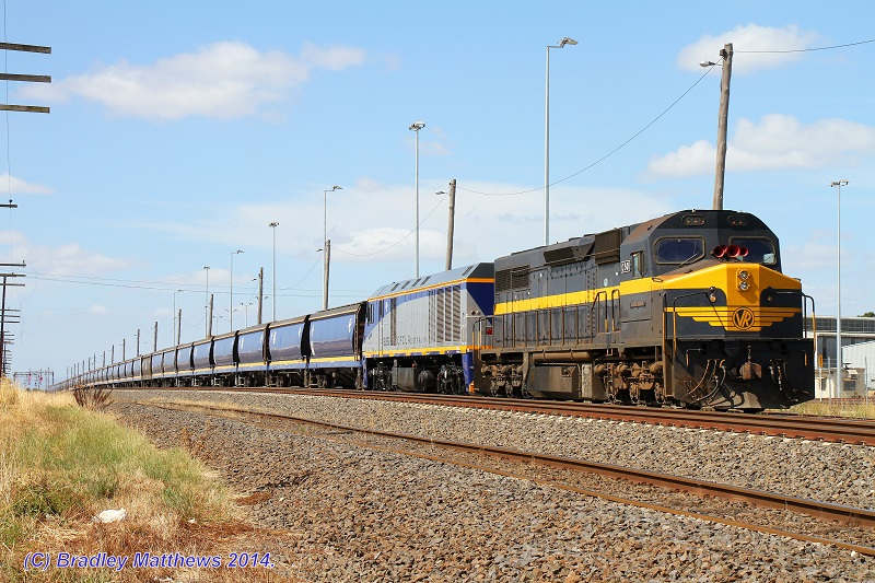 C501-EL55 with an empty QUBE SG CFCLA grain, awaiting path at #2 road in McIntyre Loop (25/1/2014) by Bradley Matthews