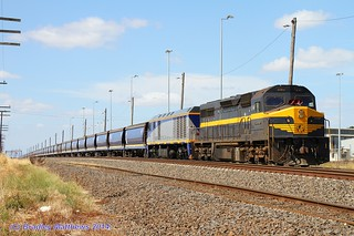 C501-EL55 with an empty QUBE SG CFCLA grain, awaiting path at #2 road in McIntyre Loop (25/1/2014). | by Bradley Matthews Photography