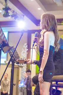 Lady singer at wedding dinner | by Bokelicious Photography Singapore