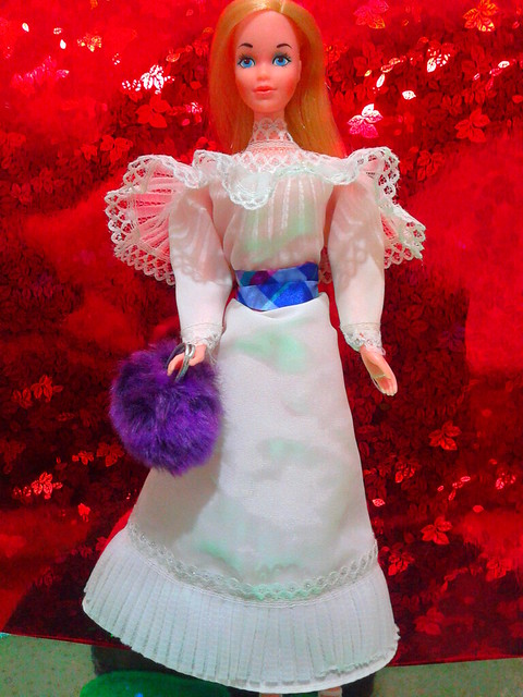 BARBIE STANDARD 1975 WITH HEAVENLY HOLIDAY DRESS 1982