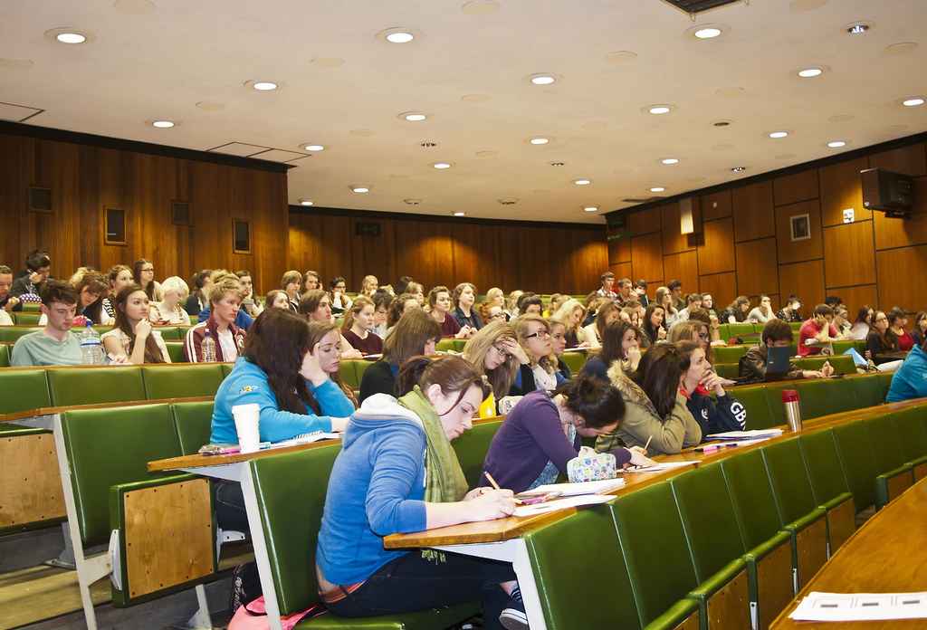 LT4   Lecture theatre class at UoL   University of Liverpool Faculty of Health \u0026 Life Sciences ...
