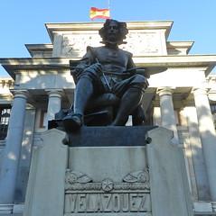 escultura de Velázquez en la fachada Museo del Prado Madrid 14