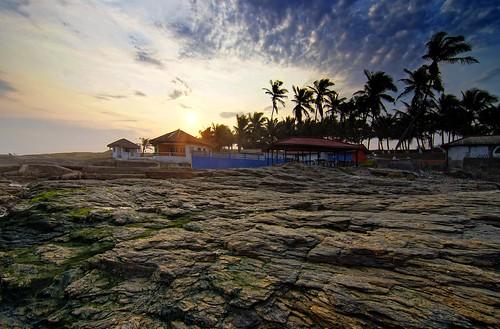 africa door trees sunset sea west bar restaurant ana rocks cloudy dusk sunny palm next tokina greater 11mm accra teshie partially incamerahdr