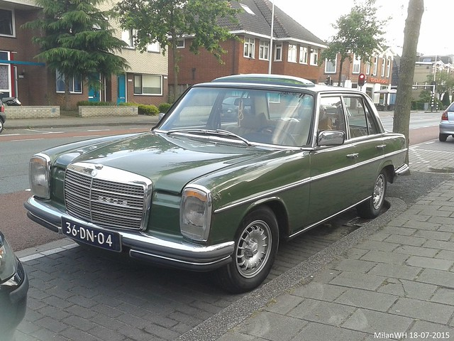 Mercedes 230.6 W115 1974 (36-DN-04)