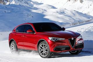 Alfa Romeo 2017 Stelvio web 08