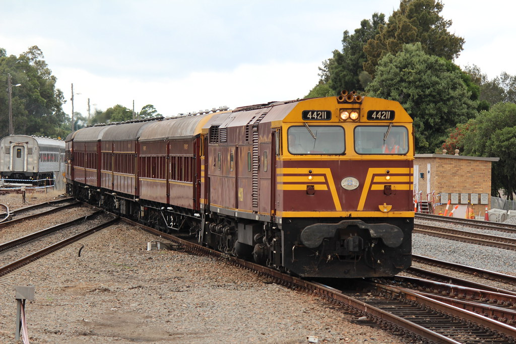 44211 leading 3265 into Maitland by Nathan Hurn