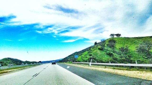 Beautiful Afternoon in Cali! #nesrlosangeles #dramatic #colorful #cloudy #beautifulsky #green #mountains #cali #tree #aftertherain #nomoredrought #traffic #dramaticsky #california #Moorpark #venturacounty