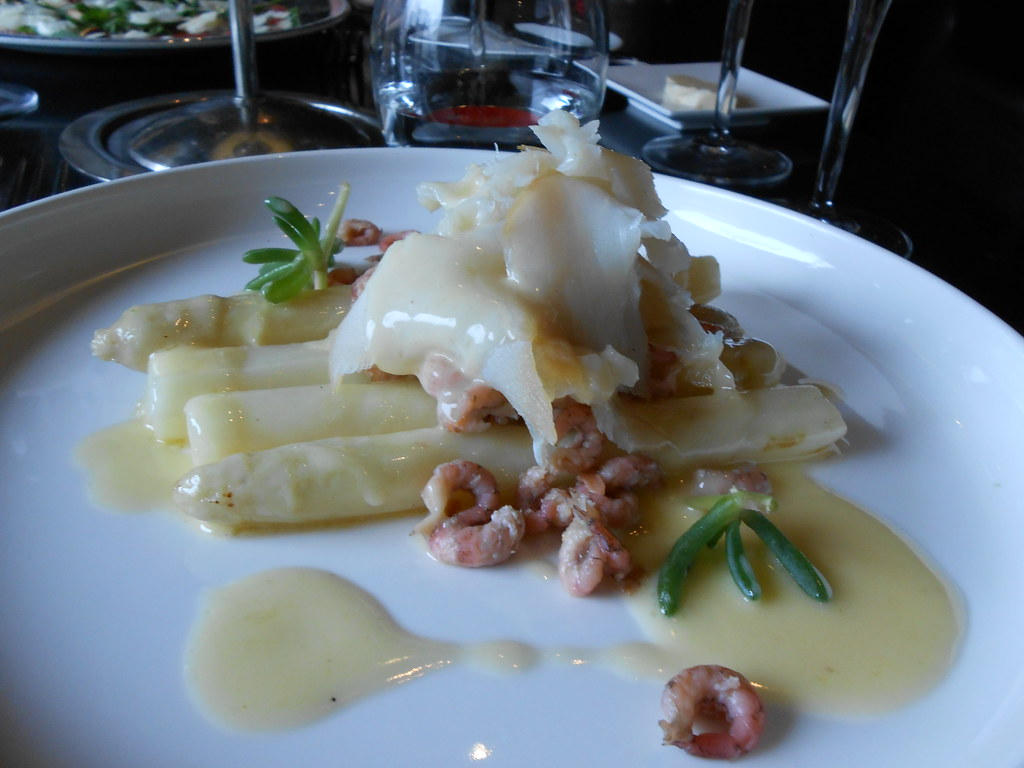 White asparagus, with more little shrimps