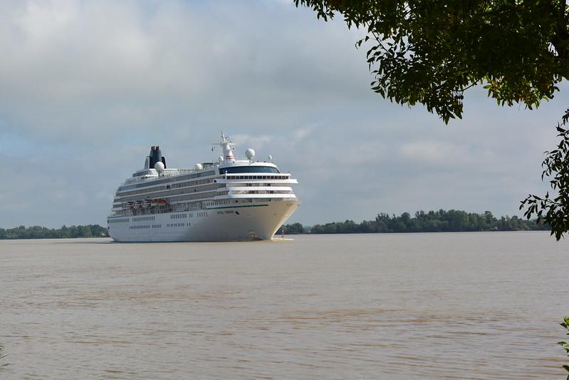 Arrivée du paquebot MS CRYSTAL SYMPHONY - Port Lagrange - Parempuyres - Bordeaux - 26 aout 2013