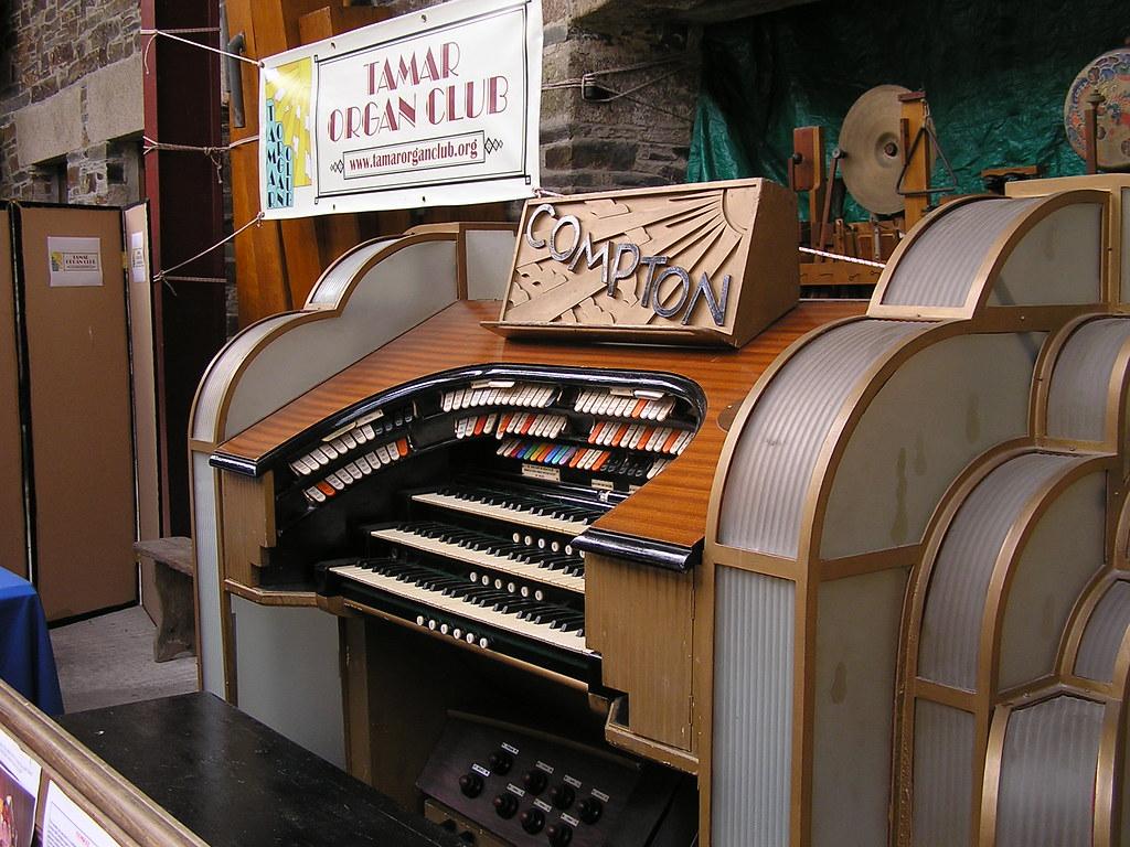 Console of Tamar Organ Club's 'Dartford Warbler' Compton Theatre Organ, FHT Lifton 27.04.07 P4270102