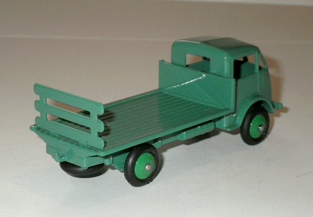 Dinky Toys Atlas Ford Brasseur 25H