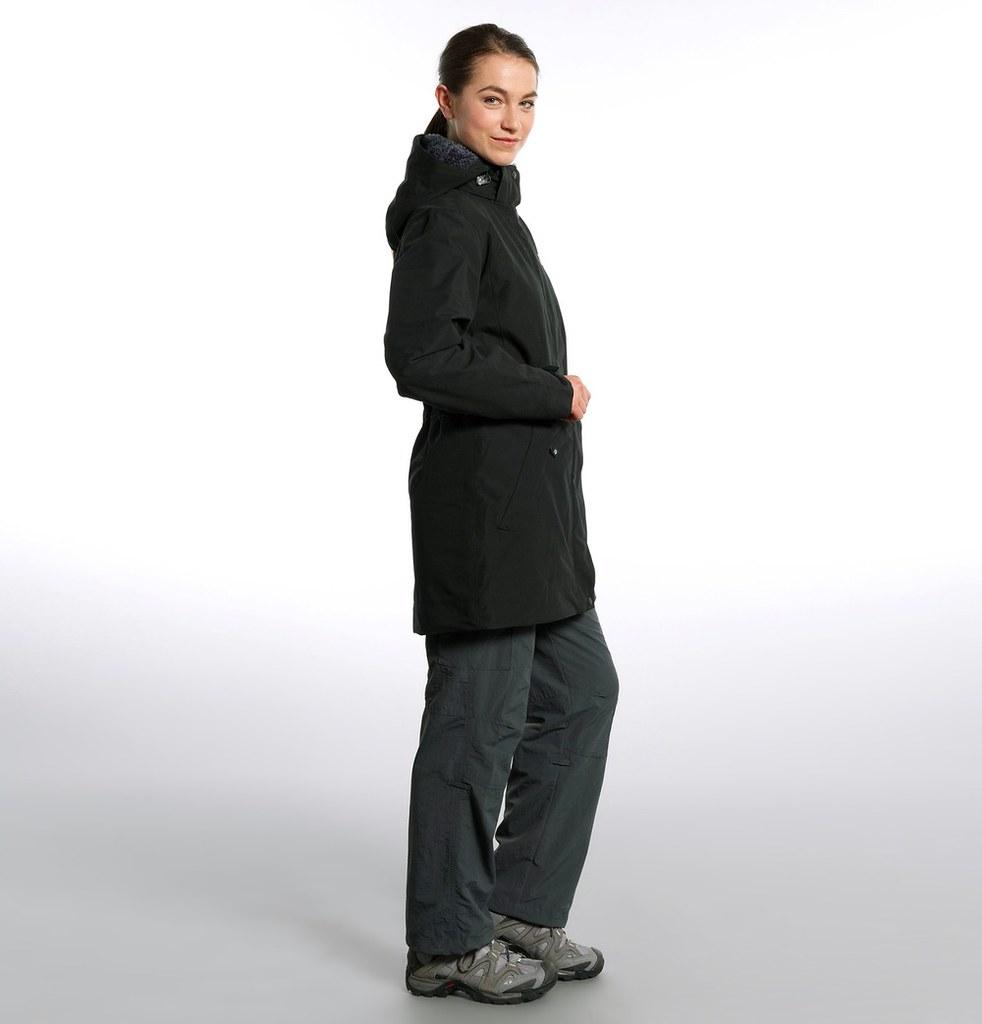 woman in jack wolfskin 5th avenue coat black funktions. Black Bedroom Furniture Sets. Home Design Ideas