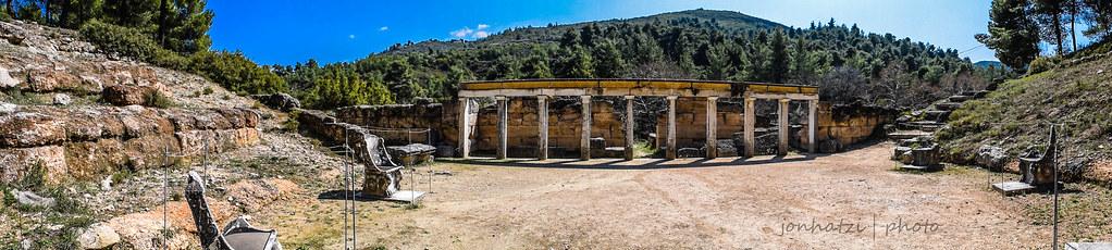 Η σκηνή του Αρχαίου θεάτρου στο Αμφιαράειο Αττικής