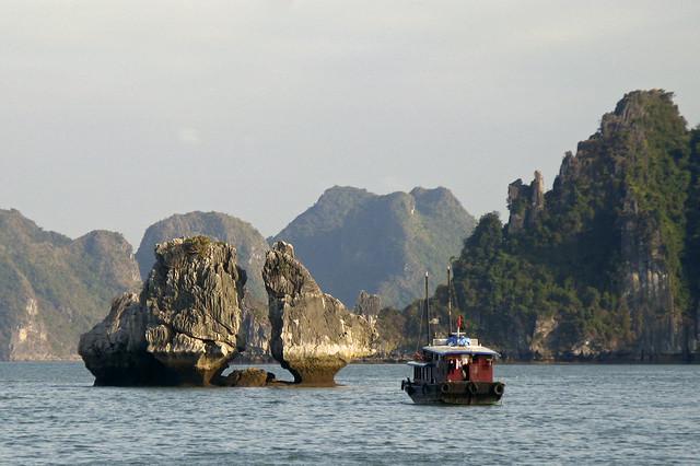 baie_d'Along North Vietnam Halong Bay sea boat Vietnam du nord