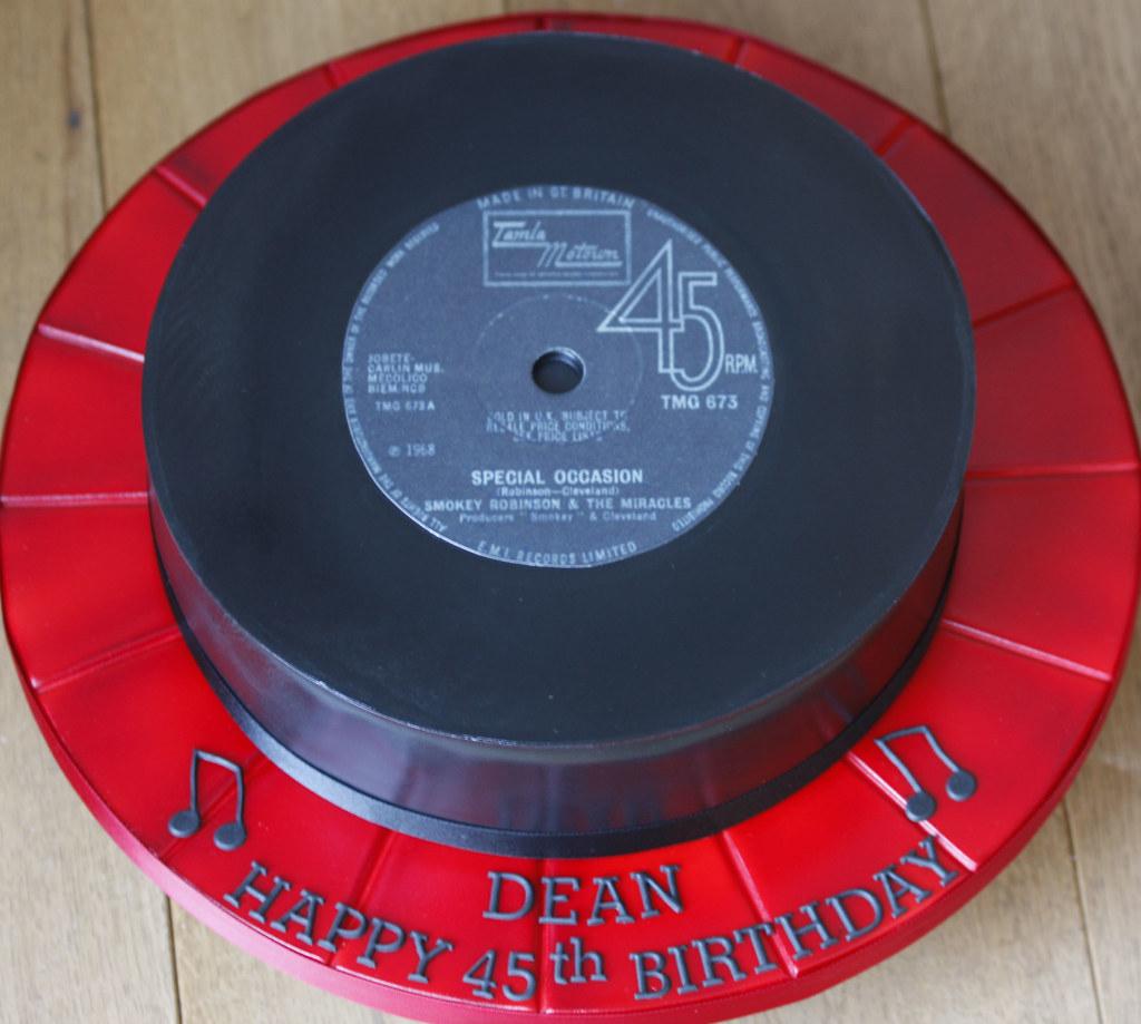 Vinyl Record Cake For A Vinyl Record Fan 10 Quot Red Velvet