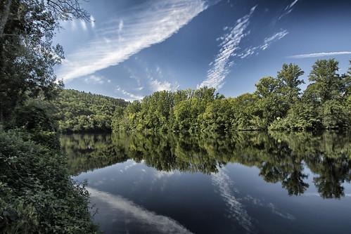 natuur narure rivier river water france frankrijk blauw blue green groen albas lot tamron 1024mm reflections reflectie ngc