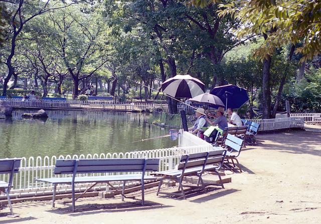 府中郷土の森公園 釣りをするひとたち Fuchu-si, Tokyo