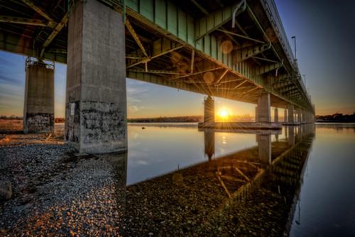somerset massachusetts unitedstates bragabridge fallriver ma bridge sunrise cold winter taunton river newengland 3span rivetedsteel span trusses concrete