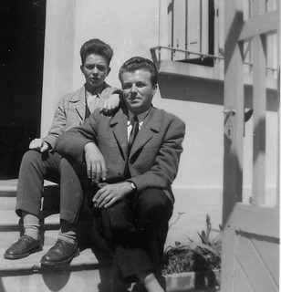 Maroc, Casablanca, 1956, portrait of brothers