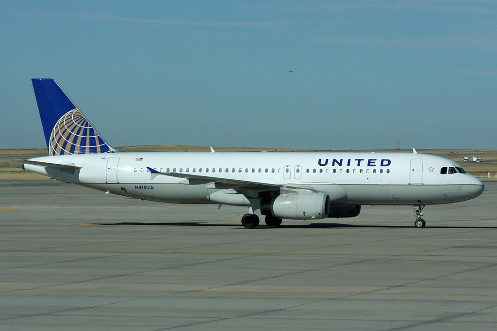 N415UA United Airlines A320-232 Denver 31/10/2011