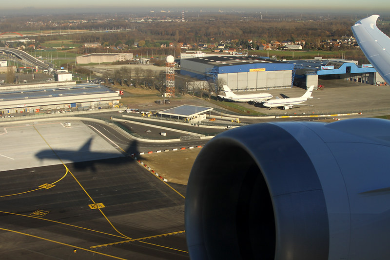 Boeing 787-8 Dreamliner – Jetairfly (TUI Airlines Belgium) – OO-JDL – Brussels Airport (BRU EBBR) – 2013 12 10 – Takeoff RWY 25R – 01 – Copyright © 2013 Ivan Coninx Photography