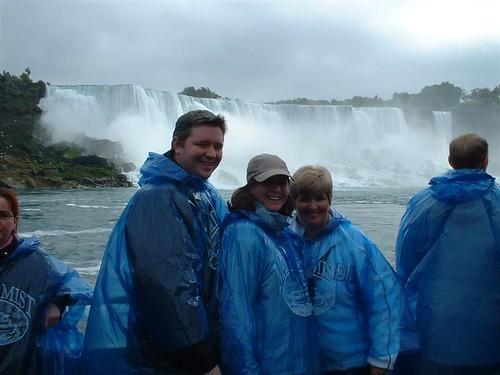 Lee, Lucy & Lynda at Niagra Falls