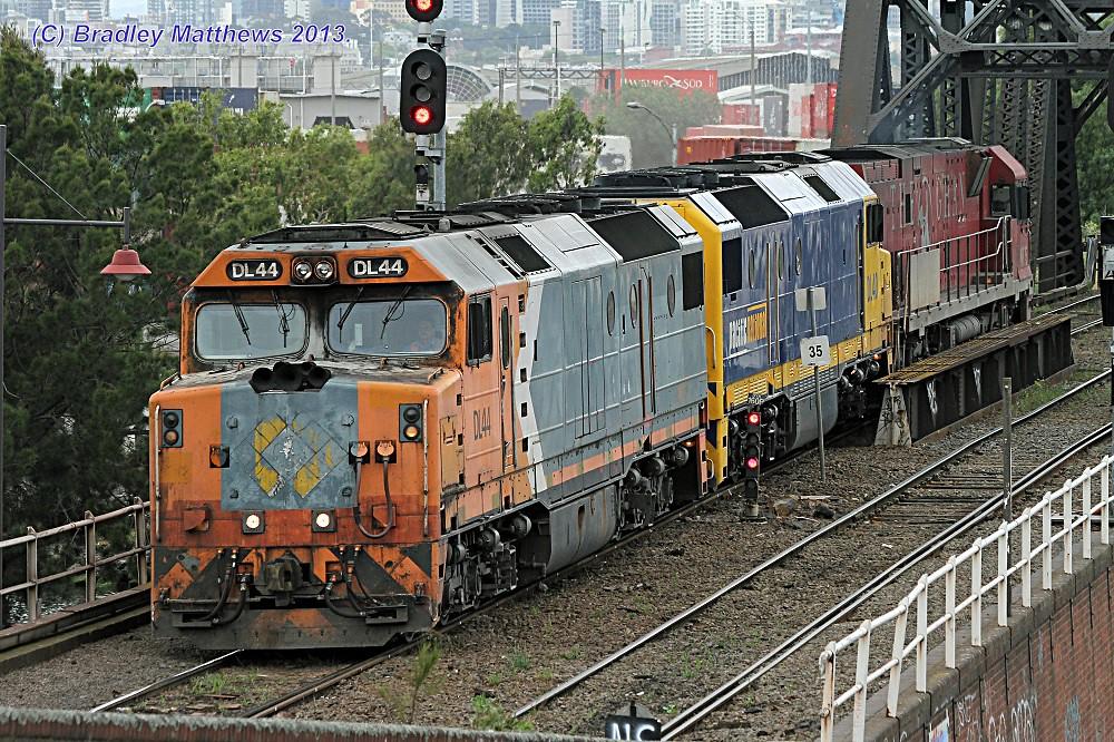 DL44 (NR)-DL40 (PN)-NR75 (Ghan) on LE to Appleton Docks via triangle for 6MC2 at Bunbury St, Footscray (29/11/2013) by Bradley Matthews