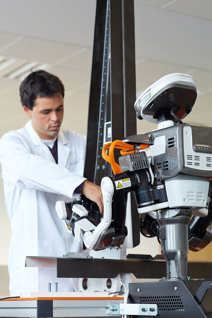 The Benefits of Automating Production Lines with Robots ...  |Humanoid Robot Assembly